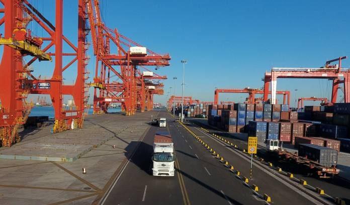 นำเข้าสินค้าจากจีนด้วยบริการขนส่งทางรถ หรือบริการขนส่งทางเรือดีนะ ?